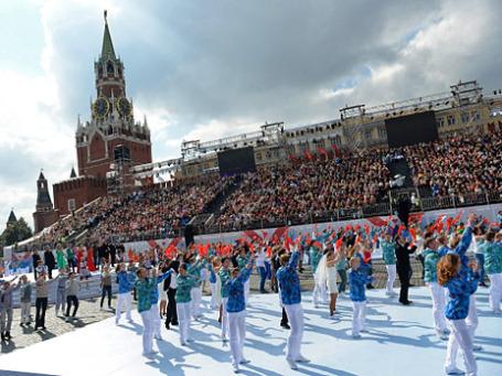 Выступление артистов во время торжественной церемонии открытия Дня города на Красной площади.. Фото: РИА Новости