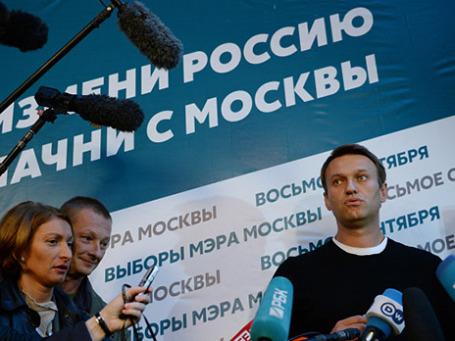 Кандидат в мэры Москвы от партии «РПР-ПАРНАС» Алексей Навальный выступает на пресс-конференции, посвященной итогам его предвыборной кампании, у своего избирательного штаба. Фото: РИА Новости