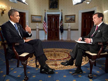 Президент США Барак Обама дает интервью ведущему Fox News Sunday Крису Уолласу в Голубой комнате Белого дома в США. Барак Обама дал ряд интервью американским СМИ по вопросам военной интервенции в Сирию. Фото: Reuters