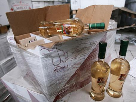 Молдавские вина в таможенном терминале. Фото: РИА Новости