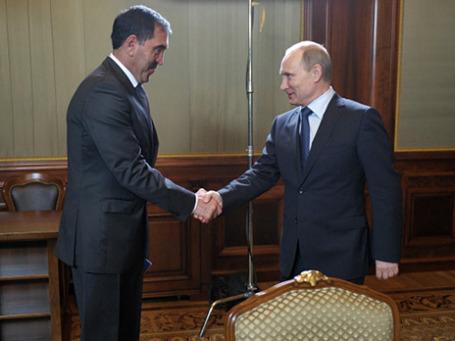 Президент РФ Владимир Путин (справа) с главой Ингушетии Юнус-Бек Евкуровым. Фото: РИА Новости