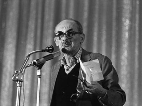Булат Окуджава. Фото: РИА Новости