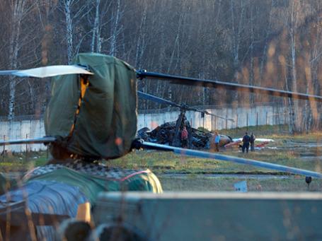 Вертолет Ка-52, потерпевший крушение на территории летного центра в московском районе Выхино-Жулебино. Фото: РИА Новости