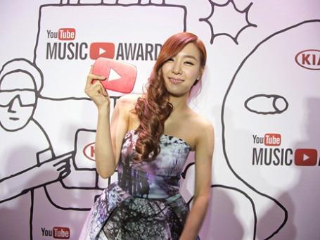 Участница группы Girls Generation после вручения премии YouTube. Фото: Reuters