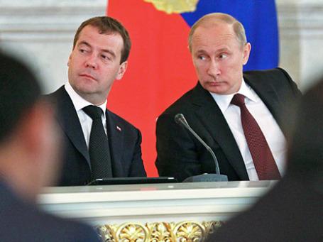 Президент России Владимир Путин (справа) и председатель правительства РФ Дмитрий Медведев. Фото: РИА Новости