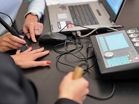Проверка на комплексе для тестирования на наркотики. Фото: РИА Новости.