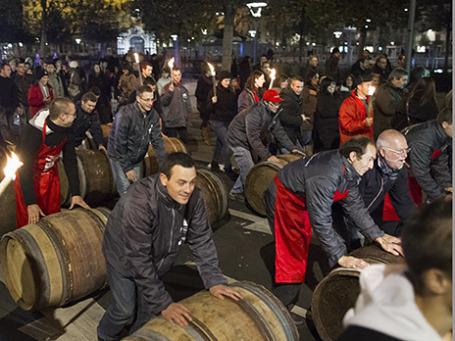 Гулянья в честь праздника «Божоле нуво» во Франции. Фото: Reuters