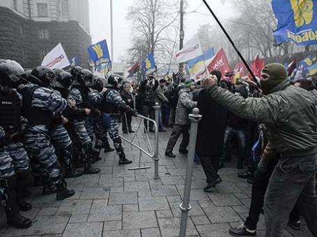 Столкновения с милицией во время митинга в поддержку вступления Украины в ЕС. Фото: Reuters