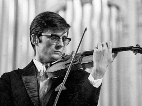 Скрипач Олег Крыса во время выступления на концерте 1 апреля 1986 года. Фото: РИА Новости