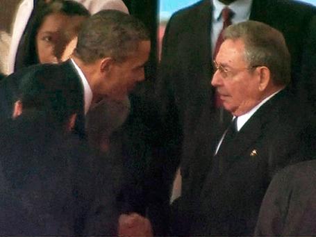 Президент США Барак Обама (слева) и кубинский лидер Рауль Кастро. Фото: Reuters