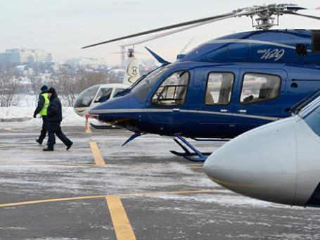 Вертолеты на площадке хелипорта «Москва» в Мякининской пойме. Фото: РИА Новости