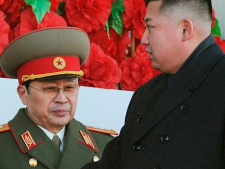 Чан Сон Тхэк и Ким Чен Ын. Фото: Reuters