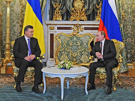 Президент России Владимир Путин (справа) и президент Украины Виктор Янукович во время встречи в Кремле. Фото: РИА Новости