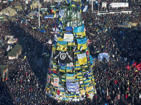 Участники акции сторонников евроинтеграции Украины «Народное вече» на площади Независимости в Киеве. Фото: РИА Новости