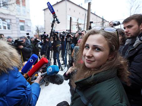 Участница панк-группы Pussy Riot Мария Алехина, освобожденная по амнистии из нижегородской колонии, в Нижнем Новгороде. Фото: Reuters