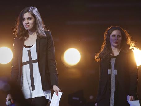 Надежда Толоконникова и Мария Алехина на концерте, организованном Amnesty International в Нью-Йорке. Фото: Reuters