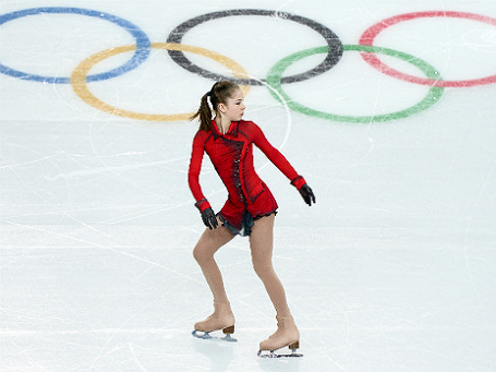 Фото: РИА Новости. Юлия Липницкая (Россия) перед выступлением в проивольной программе женского одиночного катания командных соревнований по фигурному катанию на XXII зимних Олимпийских играх в Сочи.