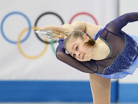 Фото: Reuters. Выступление российской фигуристки Юлии Липницкой в короткой программе женского одиночного катания командных соревнований по фигурному катанию на Олимпиаде в Сочи.