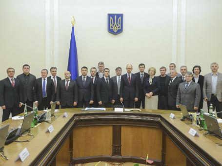 Новое правительство Украины во главе с премьером Арсением Яценюком. Фото: Reuters