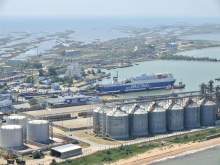 Российский таможенный пост «Морской порт Кавказ», расположенный в Керченском проливе. Фото: РИА Новости