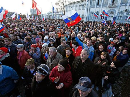 Пророссийские демонстранты на митинге в Евпатории. Фото: Reuters