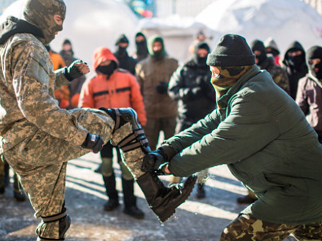 Тренировка бойцов оппозиции из националистической организации «Правый сектор». Фото: РИА Новости