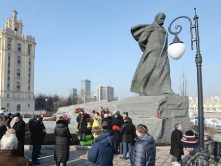 Церемония открытия памятника Тарасу Шевченко после реставрации. Фото: РИА Новости