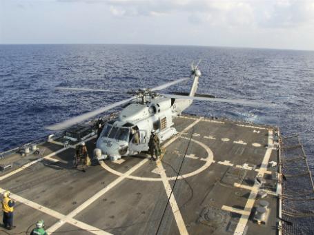 Вертолет ВМС США — участник поисковой операции в Южно-Китайском море пропавшего Boeing-777. Фото: Reuters