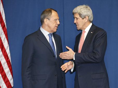 Министр иностранных дел России Сергей Лавров (слева) и госсекретарь США Джон Керри во время обсуждения ситуации на Украине 6 марта 2014 года в Риме. Фото: Reuters.