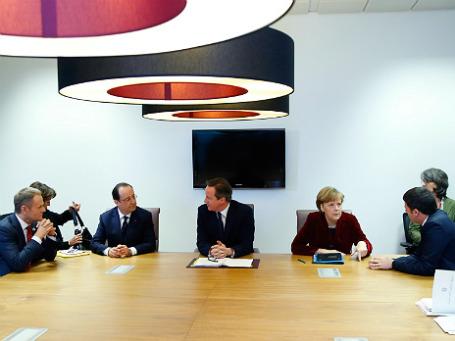 Премьер-министр Польши Дональд Туск, президент Франции Франсуа Олланд, премьер-министр Великобритании Дэвид Кэмерон, канцлер Германии Ангела Меркель и премьер-министр Италии Маттео Рензи на встрече в Брюсселе 6 марта 2014. Фото: Reuters.