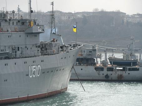 Корабль «Славитуч» ВМС Украины в Северной бухте Севастополя. Фото: РИА Новости.