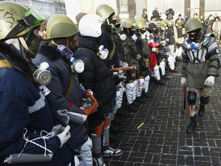 Активисты «Правого сектора» на Площади Независимости в Киеве. Фото: Reuters.