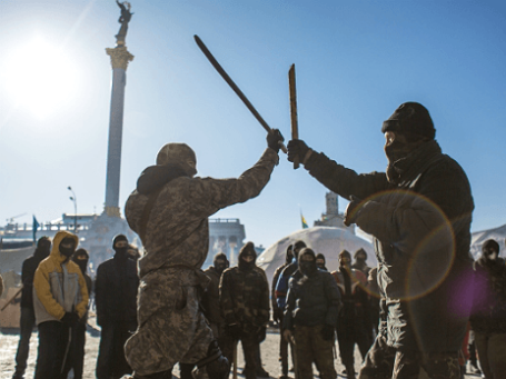 Тренировка бойцов из организации «Правый сектор» в Киеве. Фото: РИА Новости.