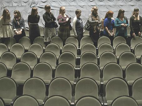Посетители «Ночи в театре» в «Мастерской Петра Фоменко» в 2013 году. Фото: РИА Новости.