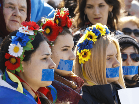 Участницы митинга на Украине. Фото: Reuters.