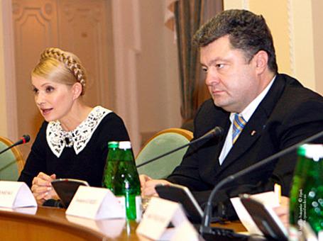 Экс-премьер Украины Юлия Тимошенко и украинский бизнесмен Петр Порошенко. Фото: РИА Новости