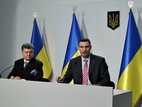 Украинские политики Петр Порошенко (слева) и Виталий Кличко. Фото: Reuters.