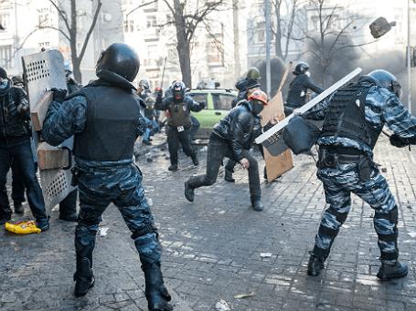 Столкновения между участниками антиправительственных митингов и милицией в Киеве, февраль 2014 года. Фото: ИТАР-ТАСС.