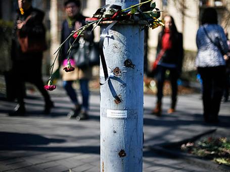 Дырки от пуль на фонарном столбе на месте столкновений во время Евромайдана в Киеве. Фото: Reuters