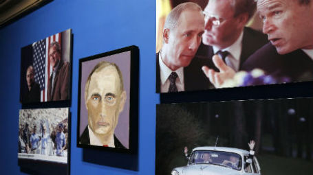 Портрет Владимира Путина кисти Джорджа Буша. Фото: Reuters