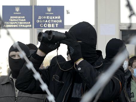 Демонстранты у здания Донецкой областной администрации