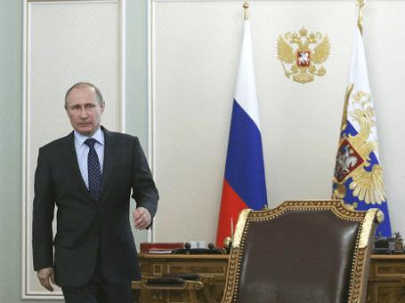 Президент России Владимир Путин перед встречей с кабинетом министров, 9 апреля 2014 года