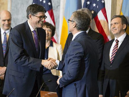 Глава американского казначейства Джек Лью (слева) и министр финансов Украины Александр Шлапак (справа)