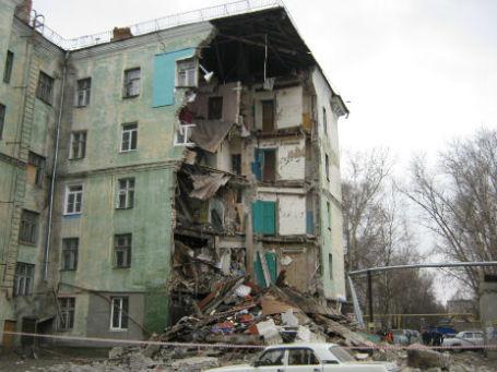 Угол дома обрушился в Нижнем Новгороде. 15 апреля 2014 года. Фото: ГУ МЧС РФ по Нижегородской области