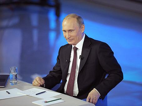 Владимир Путин во время прямой линии 17 апреля 2014