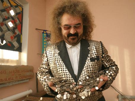 Военный пенсионер Юрий Бабин, собравший более 5 миллионов однокопеечных монет