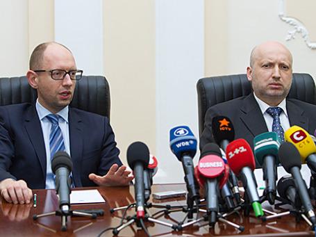 Премьер-министр Украины Арсений Яценюк и исполняющий обязанности президента страны Александр Турчинов
