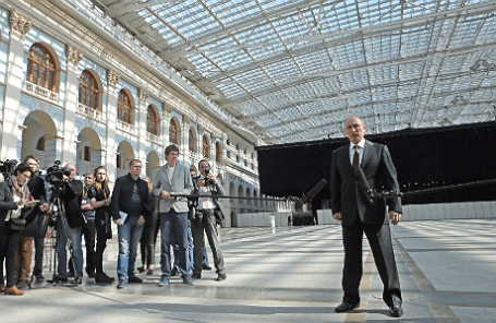 Президент России Владимир Путин в Гостином дворе после окончания «прямой линии», 17 апреля 2014 года