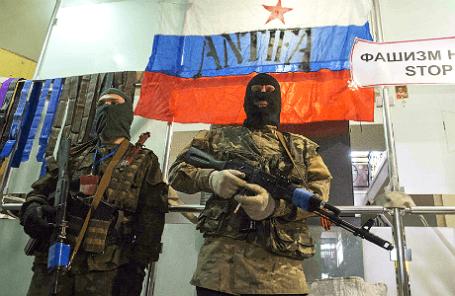 Вооруженные люди в здании СБУ Луганска.