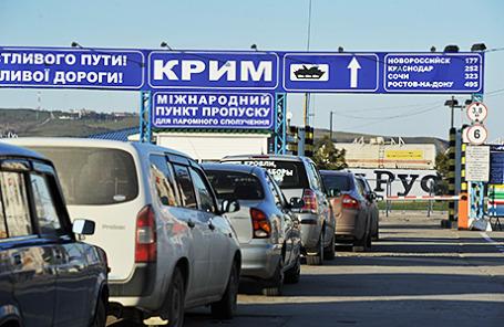 Автомобильная очередь на паромную переправу «Крым» в Керчи.